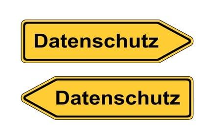 Verkehrsschild links rechts Datenschutz © AK-DigiArt - Fotolia.com